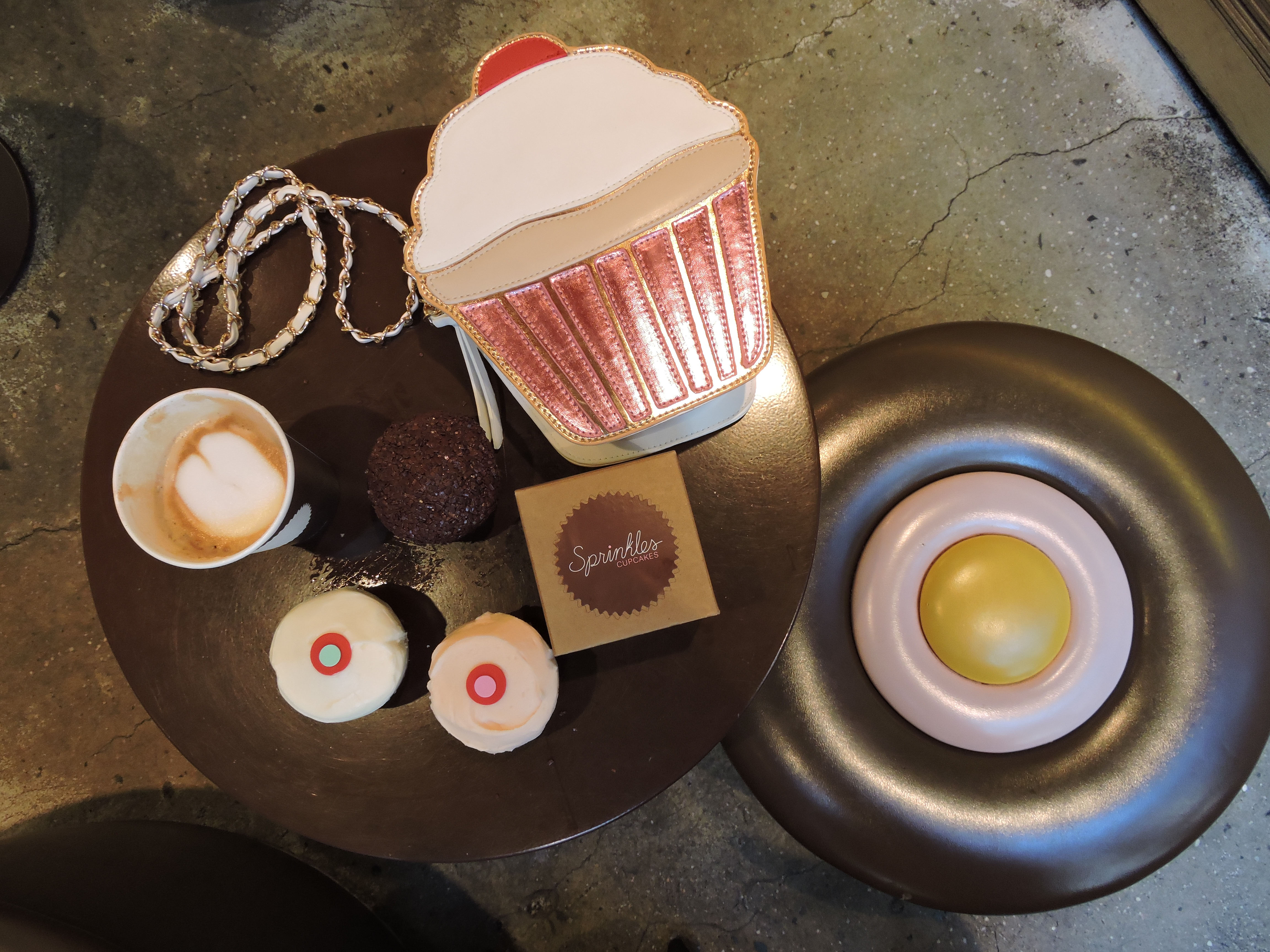 2.cup cake display with purse 72